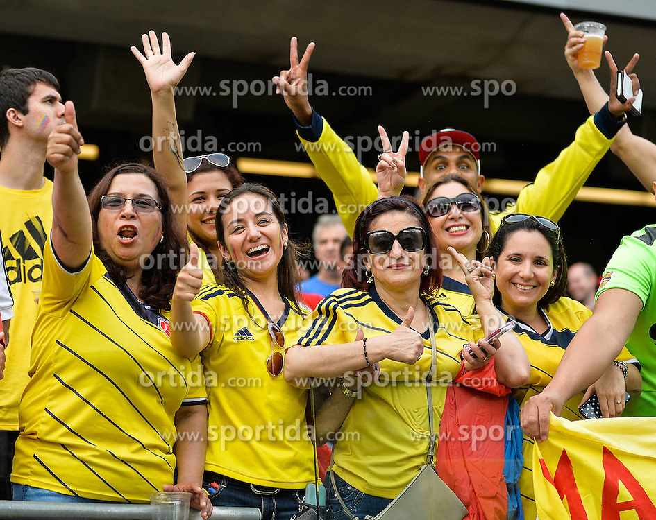 23.06.2016, Soldier Field, Chicago, USA, Coppa America, Kolumbien vs Chile, Halbfinale, im Bild Colombia's fans cheer // during the Semi final match of Copa America Centenario between Colombia and Chile at the Soldier Field in Chicago, United States on 2016/06/23. EXPA Pictures &copy; 2016, PhotoCredit: EXPA/ Photoshot/ Bao Dandan<br /> <br /> *****ATTENTION - for AUT, SLO, CRO, SRB, BIH, MAZ only*****