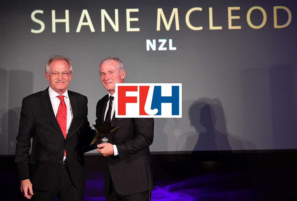 BERLIN, GERMANY - FEBRUARY 05:  Shane Mcleod  of New Zealand with his male coach of the year award during the Hockey Star Awards night at Stilwerk on February 5, 2018 in Berlin, Germany.  (Photo by Stuart Franklin/Getty Images For FIH)