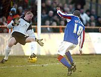 Photo: Chris Ratcliffe.<br />Barnet FC v Carlisle United. Coca Cola League 2. 25/02/2006.<br />Simon Hackney of Carlisle scoring the winning goal.