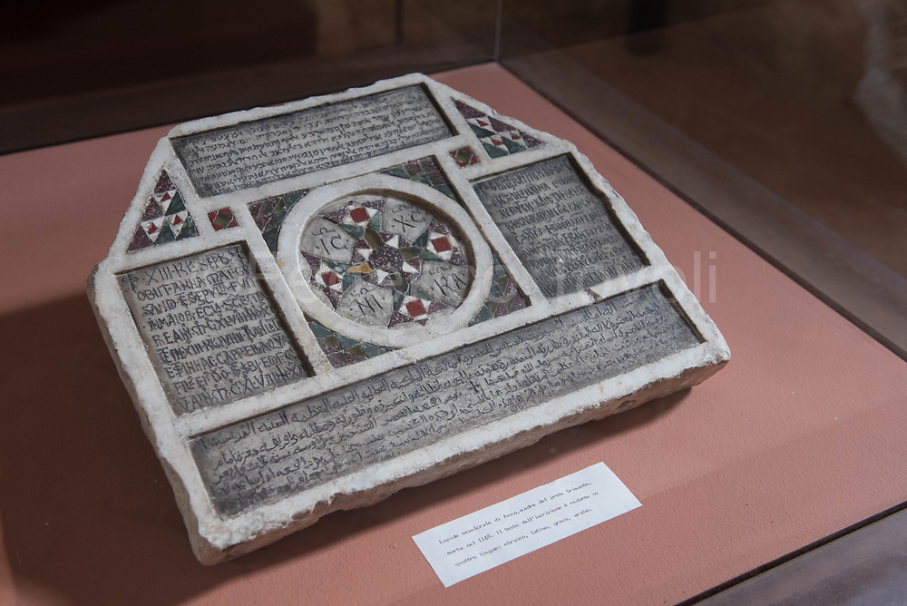One of the few pieces of archeology preserved at the Zisa Castle is this stone of Lady Anna, mother of the Grisanto priest and died in 1148. It is a piece of great value seen with today's eyes, in fact it documents a cosmopolitan character of the city already 869 Years ago. The tombstone is written in four languages: Hebrew, Latin, Greek and Arabic