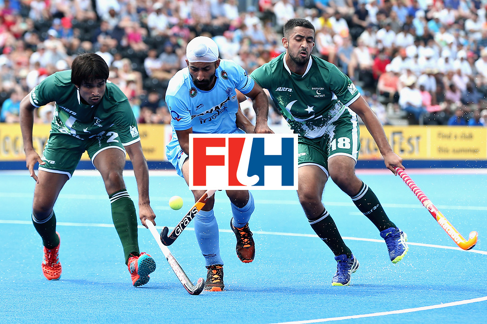 LONDON, ENGLAND - JUNE 18: Talwinder Singh of India tangles with Muhammad Aleem Bilal of Pakistan and Muhammad Yaqoob of Pakistan during the Hero Hockey World League Semi Final match between Pakistan and India at Lee Valley Hockey and Tennis Centre on June 18, 2017 in London, England.  (Photo by Alex Morton/Getty Images)