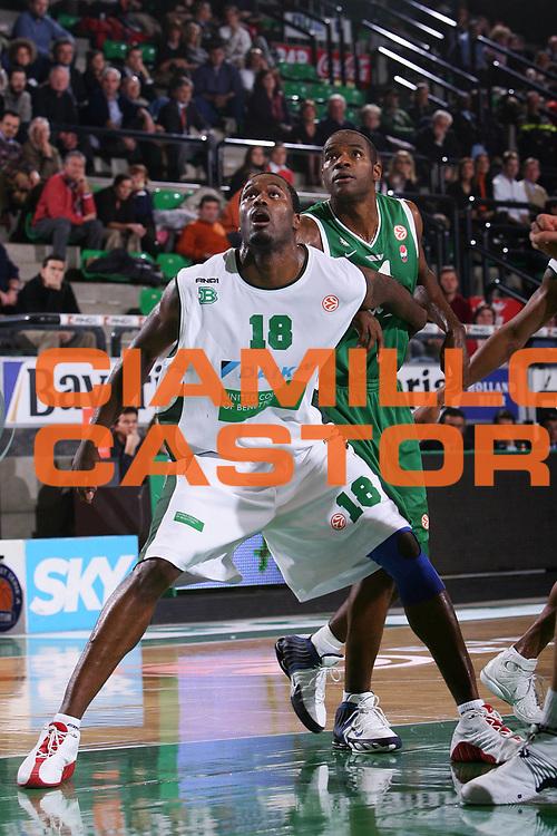DESCRIZIONE : Treviso Eurolega 2005-06 Benetton Treviso Union Olimpia Lubiana <br /> GIOCATORE : Goree Oliver <br /> SQUADRA : Benetton Treviso Union Olimpia Lubiana <br /> EVENTO : Eurolega 2005-2006 <br /> GARA : Benetton Treviso Union Olimpia Lubiana <br /> DATA : 15/12/2005 <br /> CATEGORIA : Rimbalzo <br /> SPORT : Pallacanestro <br /> AUTORE : Agenzia Ciamillo-Castoria/S.Silvestri