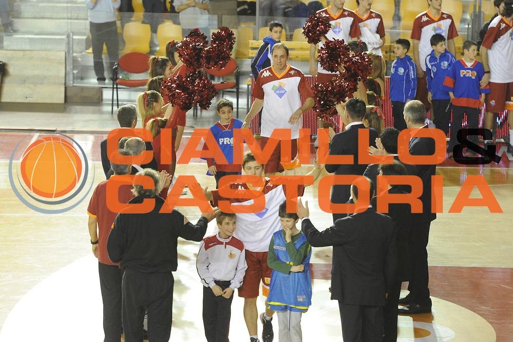 DESCRIZIONE : Roma Campionato Lega A 2011-12 Acea Virtus Roma Montepaschi Siena <br /> GIOCATORE : team roma<br /> CATEGORIA :  presentazione<br /> SQUADRA :  Acea Roma Montepaschi Siena<br /> EVENTO : Campionato Lega A 2011-2012<br /> GARA :  Acea Roma Montepaschi Siena<br /> DATA : 26/02/2012<br /> SPORT : Pallacanestro<br /> AUTORE : Agenzia Ciamillo-Castoria/GiulioCiamillo<br /> Galleria : Lega Basket A 2011-2012 <br /> Fotonotizia :  Roma Lega A 2011-12 Acea Roma Montepaschi Siena<br /> Predefinita :