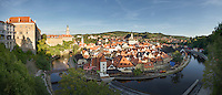 Die böhmische Weltkulturerbestadt Krumau Cesky Krumlov an der Moldau bei Sonnenaufgang.