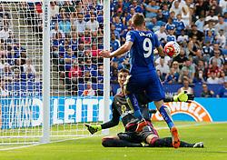 Jamie Vardy of Leicester City misses a goal scoring opportunity  - Mandatory byline: Jack Phillips/JMP - 07966386802 - 08/08/2015 - SPORT - FOOTBALL - Leicester - King Power Stadium - Leicester City v Sunderland - Barclays Premier League