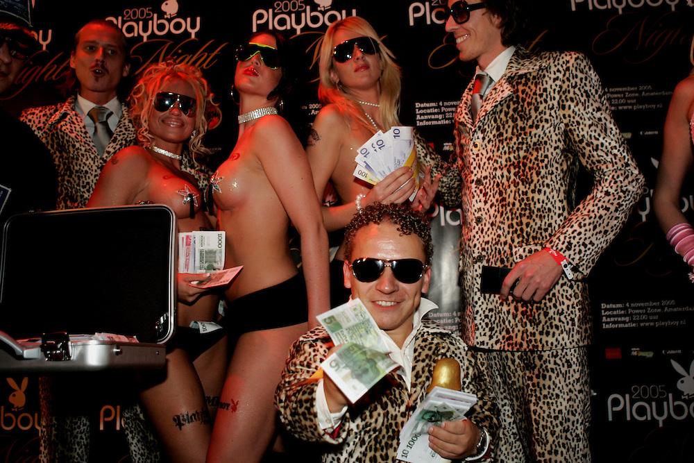 """NLD-20051104-AMSTERDAM: Playboynight in de Powerzone. DJ's Gijs en Ruud van de Wint van """"ExPornstar"""" .ANP FOTO/COPYRIGHT GERRIT DE HEUS"""