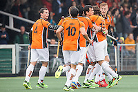 AMSTERDAM - Amsterdam - Oranje Zwart , Wagener Stadion , Hockey , Play-off hoofdklasse hockey heren , 03-05-2015 , Spelers vieren de 1-1 van Oranje Zwart