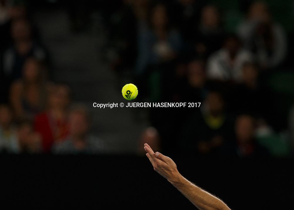 FEATURE-AUSOPEN, Ballwurf eines Spielers, nur Hand und Ball sichtbar, Nahaufnahme,close-up,Detail, Symbolbild<br /> <br /> Australian Open 2017 -  Melbourne  Park - Melbourne - Victoria - Australia  - 28/01/2017.