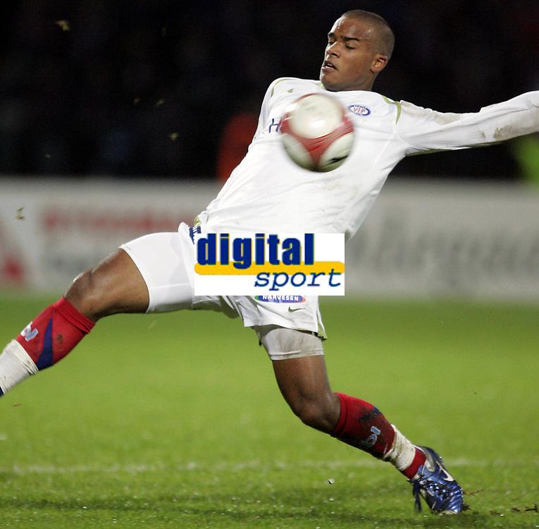 Fotball<br /> Tippeligaen 2006<br /> 29.10.2006<br /> Sandefjord v V&aring;lerenga / VIF Fotball 0-2<br /> Foto: Morten Olsen, Digitalsport<br /> <br /> Glenn Roberts - VIF