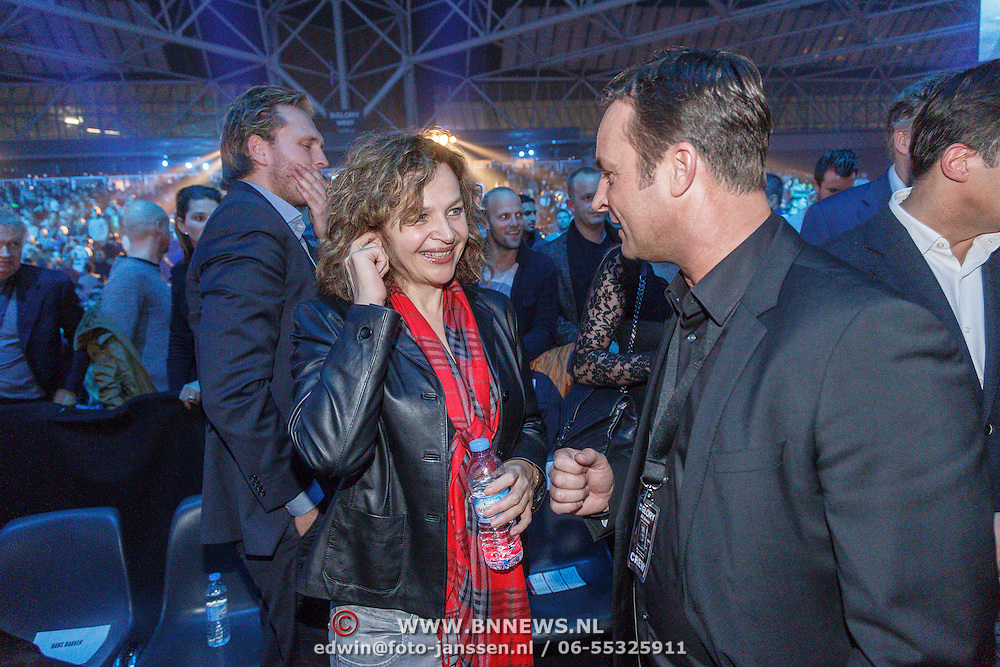 NLD/Amsterdam/20151204 - Freefightgala Glory26, minister Edith Schippers in gesprek