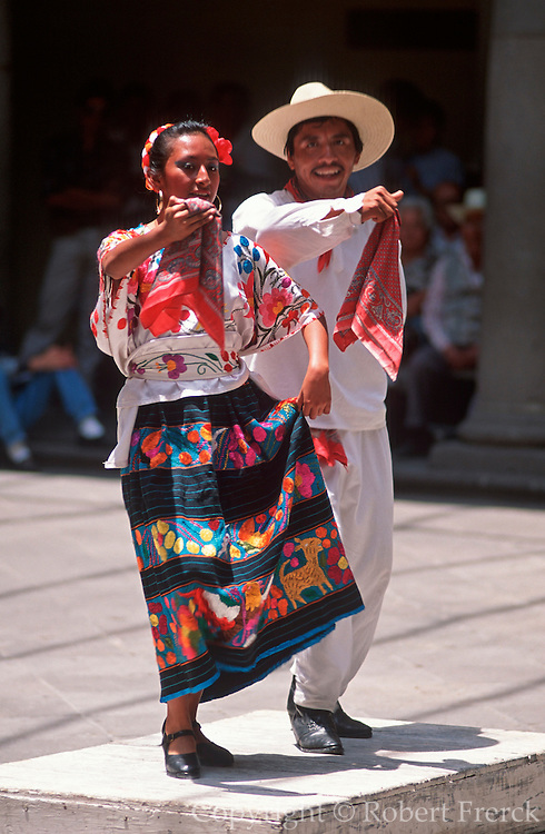 MEXICO, ENTERTAINMENT folkdancers in Puebla doing the 'Jardna'