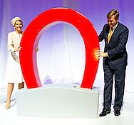 6-5-2014 -   ULFT - Koning Willem-Alexander en koningin Maxima brengen een streekbezoek aan de achterhoek . DE opening in de DRU-ijzergieterij COPYRIGHT ROBIN UTRECHT