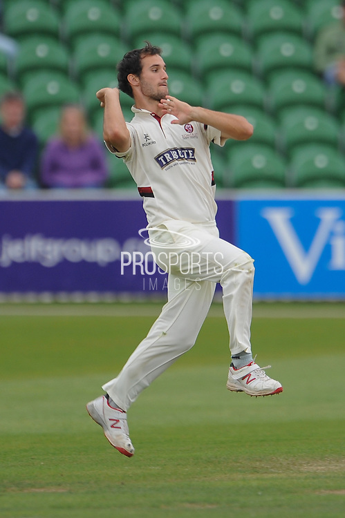 Lewis Gregory during the LV County Championship Div 1 match between Somerset County Cricket Club and Hampshire County Cricket Club at the County Ground, Taunton, United Kingdom on 11 September 2015. Photo by David Vokes.