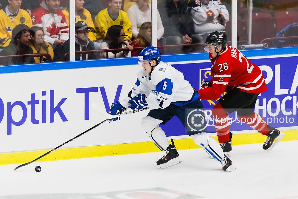 140104 Ishockey, JVM, Semifinal,  Kanada - Finland<br /> Icehockey, Junior World Cup, SF, Canada - Finland.<br /> Rasmus Ristolainen, (FIN), Anthony Mantha, (CAN).<br /> Endast f&ouml;r redaktionellt bruk.<br /> Editorial use only.<br /> &copy; Daniel Malmberg/Jkpg sports photo