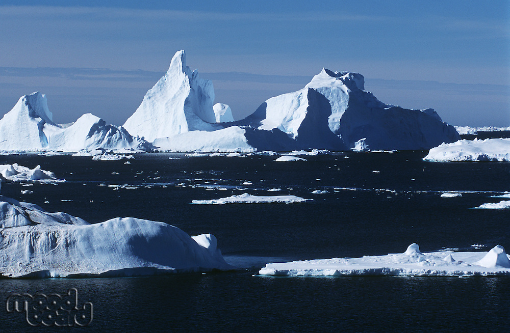 Antarrctica ice bergs and sea