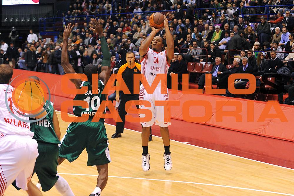 DESCRIZIONE : Milano Eurolega 2010-11 Armani Jeans Milano Panathinaikos Atene<br />GIOCATORE : David Hawkins<br />SQUADRA : Armani Jeans Milano <br />EVENTO : Eurolega 2010-2011<br />GARA :  Armani Jeans Milano Panathinaikos Atene<br /> DATA : 18/11/2010<br />CATEGORIA : Tiro<br />SPORT : Pallacanestro <br />AUTORE : Agenzia Ciamillo-Castoria/A.Dealberto<br />Galleria : Eurolega 2010-2011<br />Fotonotizia : Milano Eurolega Euroleague 2010-11 Armani Jeans Milano Panathinaikos Atene<br />Predefinita :