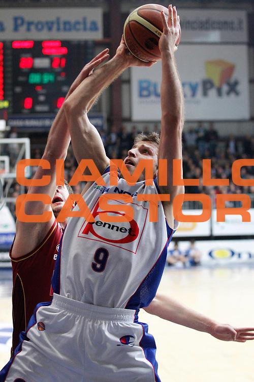 DESCRIZIONE : Cantu Campionato Lega A 2011-12 Bennet Cantu Umana Venezia<br /> GIOCATORE : Manuchar Markoishvili<br /> CATEGORIA : Tiro<br /> SQUADRA : Bennet Cantu<br /> EVENTO : Campionato Lega A 2011-2012<br /> GARA : Bennet Cantu Umana Venezia<br /> DATA : 05/02/2012<br /> SPORT : Pallacanestro<br /> AUTORE : Agenzia Ciamillo-Castoria/G.Cottini<br /> Galleria : Lega Basket A 2011-2012<br /> Fotonotizia : Cantu Campionato Lega A 2011-12 Bennet Cantu Umana Venezia<br /> Predefinita :