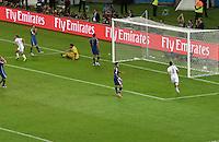 FUSSBALL WM 2014                FINALE Deutschland - Argentinien     13.07.2014 Mario Goetze (li, Deutschland) dreht nach seinem Tor jubeln ab.