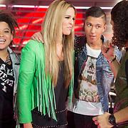NLD/Amsterdam/20131122 - The Voice of Holland 2013 2de show, Jennifer Lynn, Collin de Vires in gesprek met Ali B.