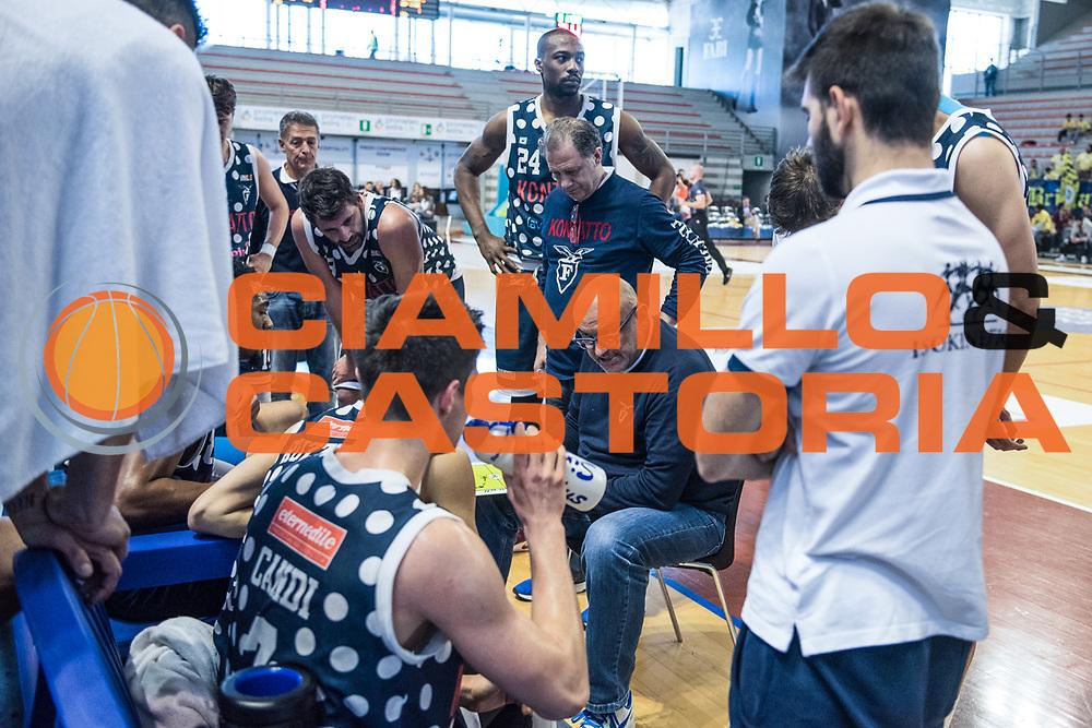 timeout bologna<br /> U.S. Basket Recanati - Kontatto Fortitudo Basket Bologna<br /> Lega Nazionale Pallacanestro 2016/2017<br /> Recanati 09/04/2017<br /> Foto Ciamillo-Castoria
