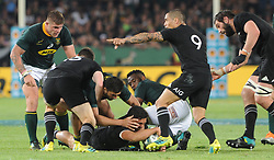 Pretoria, Loftus Versveld Stadium. Rugby Championship. South African Springboks vs New Zealand All Blacks.  06-10-18 All Black scrum half Aaron Smith points to his backs before collecting the ball.<br /> Picture: Karen Sandison/African News Agency(ANA)