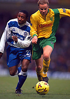 Fotball<br /> Foto: Action Images/Digitalsport<br /> NORWAY ONLY<br /> <br /> Football - Norwich City v Queens Park Rangers , Nationwide Division One , 26/12/99<br /> <br /> Jermaine Darlington - Queens Park Rangers and Erik Fuglestad - Norwich City battle for the ball