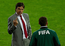 10.09.2013, Stamford Bridge, Cardiff, ENG, FIFA WM Qualifikation, Wales vs Serbien, Rueckspiel, im Bild Wales manager Chris Coleman reacts during the FIFA World Cup Qualifier second leg Match between Wales and Serbia at the Stamford Bridge stadium in Cardiff, Great Britain on 2013/09/10. EXPA Pictures © 2013, PhotoCredit: EXPA/ Propagandaphoto/ Tom Hevezi<br /> <br /> ***** ATTENTION - OUT OF ENG, GBR, UK *****