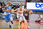 DESCRIZIONE : Varese Lega A 2015-16 Openjobmetis Varese Dinamo Banco di Sardegna Sassari<br /> GIOCATORE : Ovidijus Varanauskas<br /> CATEGORIA : Palleggio<br /> SQUADRA : Openjobmetis Varese<br /> EVENTO : Campionato Lega A 2015-2016<br /> GARA : Openjobmetis Varese - Dinamo Banco di Sardegna Sassari<br /> DATA : 27/10/2015<br /> SPORT : Pallacanestro<br /> AUTORE : Agenzia Ciamillo-Castoria/M.Ozbot<br /> Galleria : Lega Basket A 2015-2016 <br /> Fotonotizia: Varese Lega A 2015-16 Openjobmetis Varese - Dinamo Banco di Sardegna Sassari