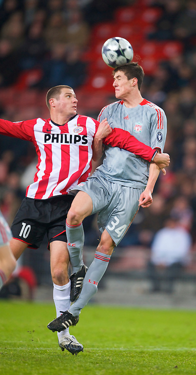 EINDHOVEN, THE NETHERLANDS - Tuesday, December 9, 2008: Liverpool's Martin Kelly and PSV Eindhoven's Danny Koevermans during the final UEFA Champions League Group D match at the Philips Stadium. (Photo by David Rawcliffe/Propaganda)