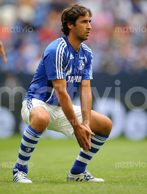 FUSSBALL   LIGA TOTAL CUP 2010   1. HALBFINALE FC Schalke 04 - Hamburger SV            31.07.2010 RAUL (FC Schalke 04) Erwaermung