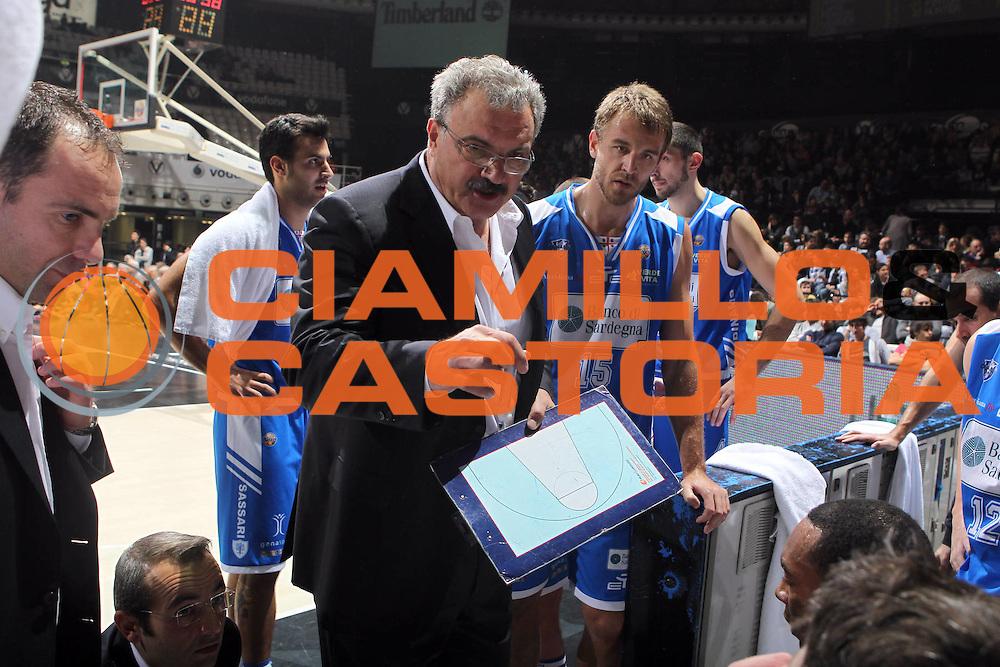 DESCRIZIONE : Bologna Lega A 2011-12 Canadian Solar Virtus Bologna Banco di Sardegna Sassari <br /> GIOCATORE : coach Sacchetti Romeo<br /> CATEGORIA : time out<br /> SQUADRA : Banco di Sardegna Sassari<br /> EVENTO : Campionato Lega A 2011-2012<br /> GARA : Canadian Solar Virtus Bologna Banco di Sardegna Sassari<br /> DATA : 04/12/2011<br /> SPORT : Pallacanestro <br /> AUTORE : Agenzia Ciamillo-Castoria/D.Vigni<br /> Galleria : Lega Basket A 2011-2012 <br /> Fotonotizia : Bologna Lega A 2011-12 Canadian Solar Virtus Bologna Banco di Sardegna Sassari<br /> Predefinita :