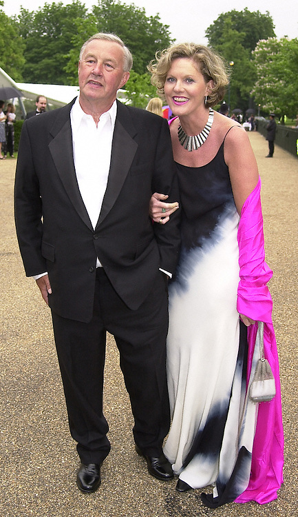 SIR TERENCE & LADY CONRAN at a dinner in<br />  London on 20th June 2000.OFO 49<br /> © Desmond O'Neill Features:- 020 8971 9600<br />    10 Victoria Mews, London.  SW18 3PY <br /> www.donfeatures.com   photos@donfeatures.com<br /> MINIMUM REPRODUCTION FEE AS AGREED.<br /> PHOTOGRAPH BY DOMINIC O'NEILL