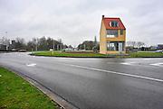 Nederland, Tilburg, 31-3-2011Het draaiend kunstwerk op de rotonde van Tilburg van Kunstenaar John Kormeling. Kosten van ruim 3 ton wekte veel tegestand van de inwoners van de stad. Het staat op een plateau wat langzaam rond draait.Foto: Flip Franssen/Hollandse Hoogte