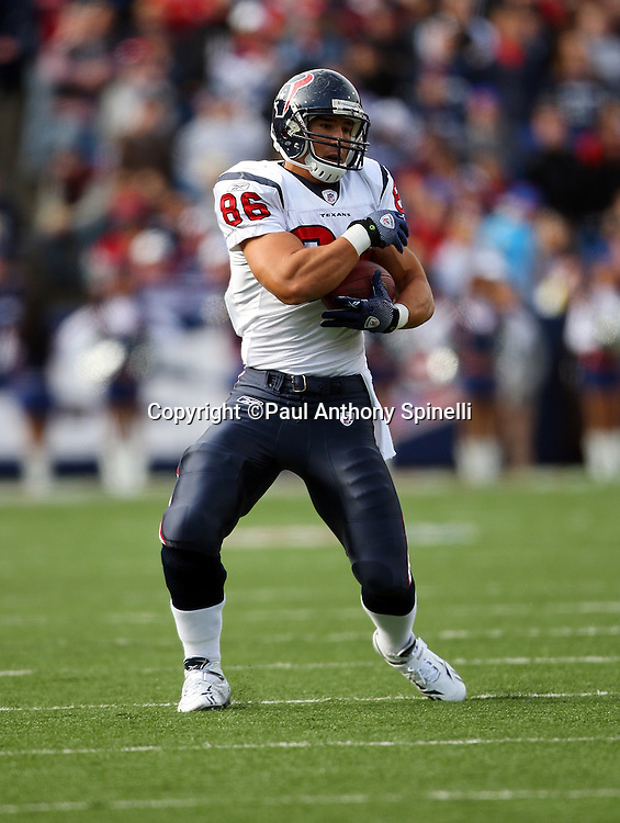 Houston Texans rookie tight end James Casey (86) catches a pass for a gain of seven yards in the second quarter during the NFL football game against the Buffalo Bills, November 1, 2009 in Orchard Park, New York. The Texans won the game 31-10. (©Paul Anthony Spinelli)