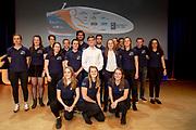 In het auditorium van de TU Delft wordt het ontwerp van de VeloX 9 gepresenteerd. In september wil het Human Power Team Delft en Amsterdam, dat bestaat uit studenten van de TU Delft en de VU Amsterdam, tijdens de World Human Powered Speed Challenge in Nevada een poging doen het wereldrecord snelfietsen voor vrouwen te verbreken met de VeloX 9, een gestroomlijnde ligfiets. Het record is met 121,81 km/h sinds 2010 in handen van de Francaise Barbara Buatois. De Canadees Todd Reichert is de snelste man met 144,17 km/h sinds 2016.<br /> <br /> The presentation of the design of the VeloX 9. With the VeloX 9, a special recumbent bike, the Human Power Team Delft and Amsterdam, consisting of students of the TU Delft and the VU Amsterdam, also wants to set a new woman's world record cycling in September at the World Human Powered Speed Challenge in Nevada. The current speed record is 121,81 km/h, set in 2010 by Barbara Buatois. The fastest man is Todd Reichert with 144,17 km/h.