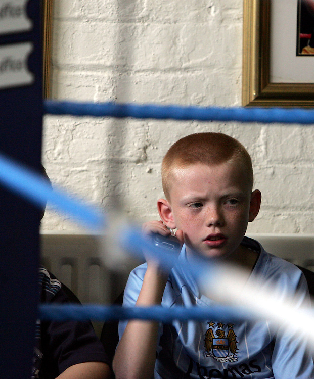 A young fan watches Ricky Hatton prepare for his upcoming WBC Welterweight World title fight in Las Vegas on December 8th 2007 against Floyd Mayweather. 29th October 2007, Denton, Manchester.....** Exclusive images - Minimum usage fees apply