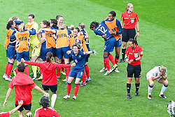 09.07.2011, FIFA Frauen-WM-Stadion Leverkusen, Leverkusen, GER, FIFA Women Worldcup 2011, Viertelfinale, England (ENG) vs. Frankreicht (FRA), im Bild:  Frankreoich jubelt - Faye White (England) (R) entaeuscht / entäuscht / traurig.. // during the FIFA Women´s Worldcup 2011, Quaterfinal, England vs France on 2011/07/09, FIFA Frauen-WM-Stadion Leverkusen, Leverkusen, Germany.   EXPA Pictures © 2011, PhotoCredit: EXPA/ nph/  Mueller *** Local Caption ***       ****** out of GER / CRO  / BEL ******