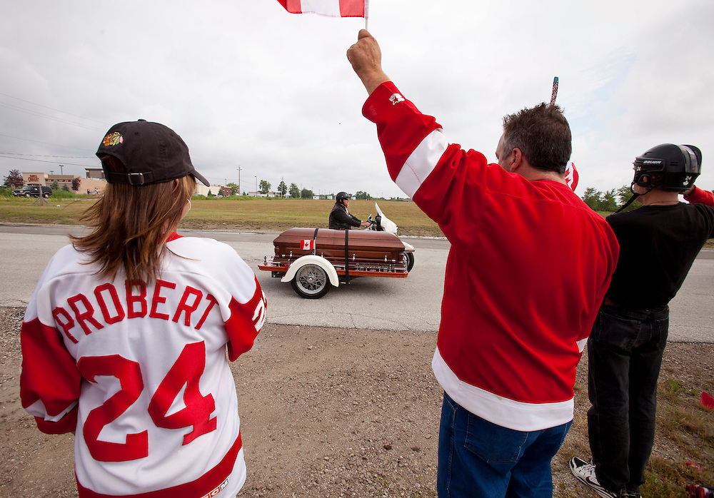 Fans line the streets as Bob Probert's casket arrives at Windsor Christian Fellowship church in Windsor, Ontario July 9, 2010 as the Detroit Red Wings enforcer is laid to rest after his sudden death earlier this week at the age of 45.<br /> The Canadian Press/GEOFF ROBINS