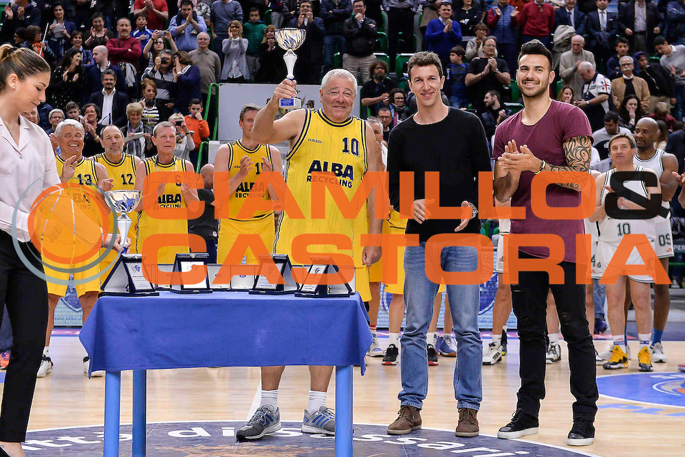 DESCRIZIONE : Dinamo Banco di Sardegna Sassari All Stars Legends Night<br /> GIOCATORE : Alba Berlino Veterans<br /> CATEGORIA : Premiazione<br /> SQUADRA : Alba Berlino Veterans<br /> EVENTO : Dinamo Banco di Sardegna Sassari All Stars Legends Night<br /> GARA : Dinamo Banco di Sardegna Sassari - Alba Berlino Veterans<br /> DATA : 14/05/2016<br /> SPORT : Pallacanestro <br /> AUTORE : Agenzia Ciamillo-Castoria/L.Canu