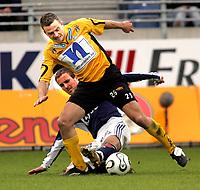Fotball Tippeliga Viking Stadion 29/04-06<br />  Viking - Start (1-2)<br /> Foto: Sigbjørn Andreas Hofsmo, Digitalsport<br /> <br /> Todi Jònsson Start - Trygve Nygaard