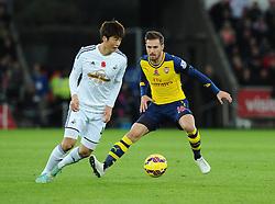 Arsenal's Aaron Ramsey battles for the ball with Swansea City's Ki Sung-Yueng  - Photo mandatory by-line: Joe Meredith/JMP - Mobile: 07966 386802 - 09/11/2014 - SPORT - Football - Swanswa - Liberty Stadium - Swansea City v Arsenal - Barclays Premier League