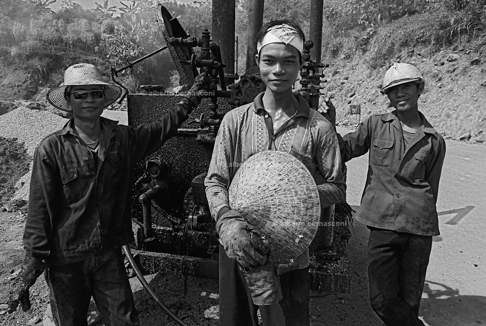 Vietnam, Son La province: road workers