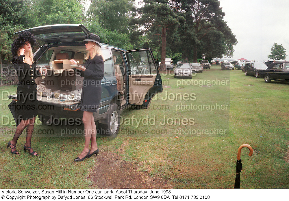 Victoria Schweizer, Susan Hill in Number One car -park. Ascot Thursday  June 1998  © Copyright Photograph by Dafydd Jones  66 Stockwell Park Rd. London SW9 0DA  Tel 0171 733 0108