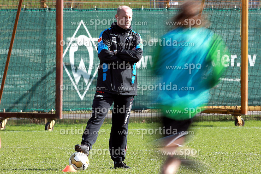 31.03.2010, Weserstadion, Bremen, GER, Training Werder, im Bild Thomas Schaaf (Trainer / Coach Werder Bremen), Torsten Frings (GER Werder #22). Feature. Wischer. EXPA Pictures © 2010, PhotoCredit: EXPA/ nph/  Arend / SPORTIDA PHOTO AGENCY