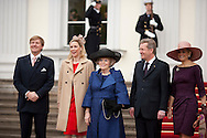 DEU,Deutschland,Berlin,12.04.11 Staatsbesuch von Königin Beatrix der Niederlande Deutschland. Empfang durch Bundespräsident Christian Wulff im Schloss Bellevue am Dienstag in Berlin. VLNR: Kronprinz Willem Alexander, Bettina Wulff, Königin Beatrix, Bundespräsident Christian Wulff und Kronprinzessin Maxima..State visit of Queen Beatrix of Netherland in Germany. German President Christian Wulff welcomes Queen Beatrix , Prince Willem Alexander und Princess Maxima at Schloss Bellevue on April 12th 2011 in Berlin...