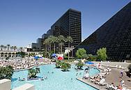 US-LAS VEGAS: Swimming Pool at the Luxor Hotel.PHOTO GERRIT DE HEUS