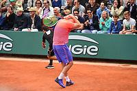 John McENROE prend la balle dans le dos - 03.06.2015 - Jour 11 - Roland Garros 2015<br /> Photo : Dave Winter / Icon Sport