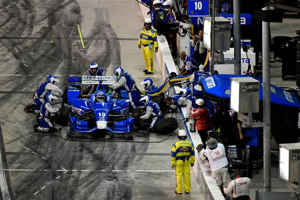 Verizon IndyCar Series<br /> Desert Diamond West Valley Phoenix Grand Prix<br /> Phoenix Raceway, Avondale, AZ USA<br /> Saturday 29 April 2017<br /> Tony Kanaan, Chip Ganassi Racing Teams Honda pit stop<br /> World Copyright: Scott R LePage<br /> LAT Images<br /> ref: Digital Image lepage-170429-phx-4279