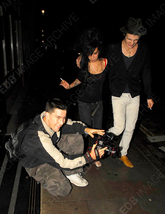 25/08/2007<br /> <br /> AMY AND HUSBAND BLAKE BOTH LOOKED VERY DRUNK GOING FOR A CIGARETTE AS THEY WALKED AROUND THE BLOCK OF THERE HOTEL AT 4.00AM THEY STOPPED TO LOOK IN A SHOP CALLED THE CULT ENTERTAINMENT MEGASTORE BEFORE GOING BACK INTO THE HOTEL.