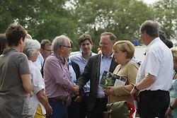 Bundeskanzlerin Angela Merkel und Niedersachsens Ministerpräsident Stephan Weil besuchen Hitzacker während des Elbhochwassers 2013 in Lüchow-Dannenberg. Hier im Gespräch mit Hitzackers Museumsdirektor Klaus Lehmann<br /> <br /> Ort: Hitzacker<br /> Copyright: Karin Behr<br /> Quelle: PubliXviewinG